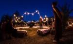 a-passo-d-uomo-in-festa-cena-artisti-002