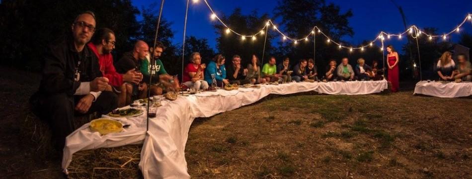 a-passo-d-uomo-in-festa-cena-artisti-005