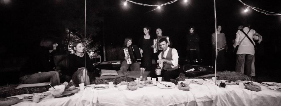 a-passo-d-uomo-in-festa-cena-artisti-013